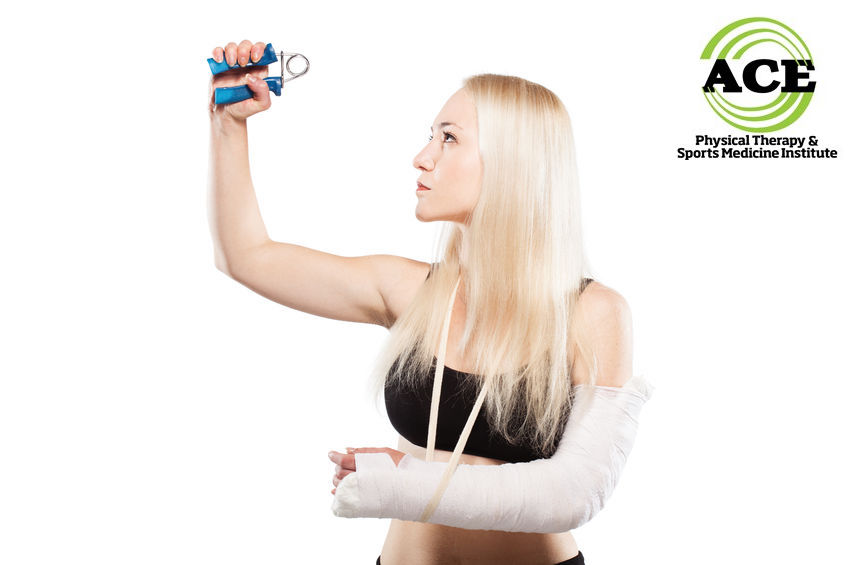 60627907 - fitness blond girl with a broken arm in plaster exercising